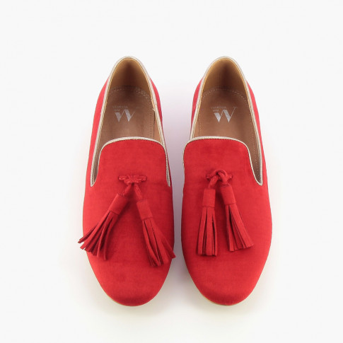 Red suede-effect tasselled loafers