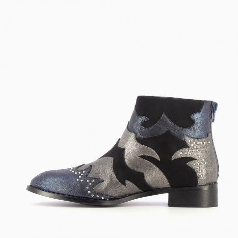 Black ankle boots with two-colour cutouts