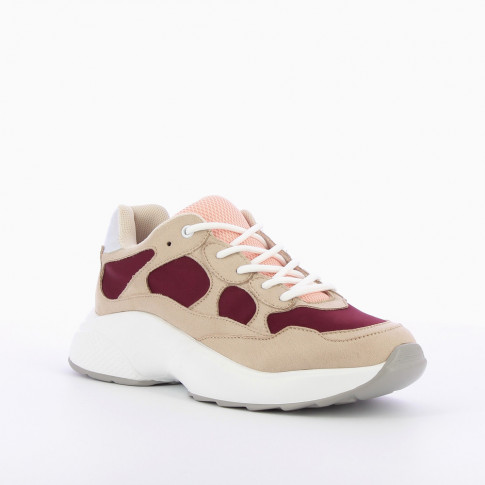 Beige sneakers with wine red yokes