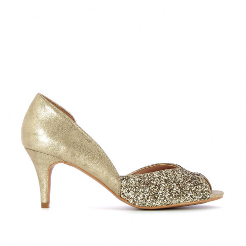 Gold peep-toe pumps with indentation