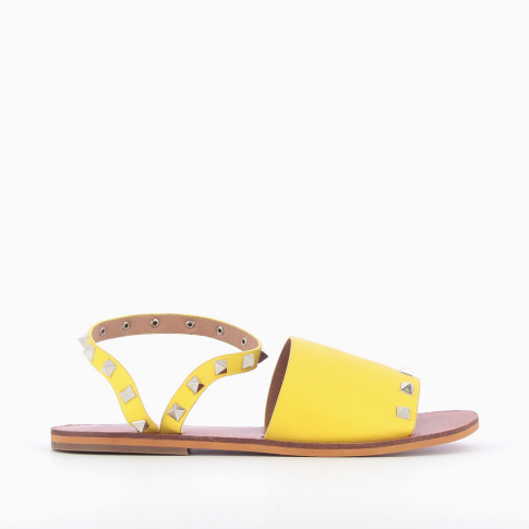 Yellow sandals with pyramidal studs