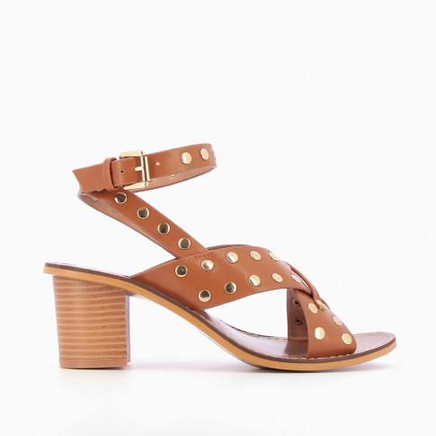 Studded camel sandals with crossed straps