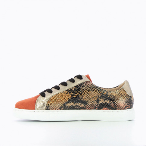 Brick-red sneakers with snakeskin print