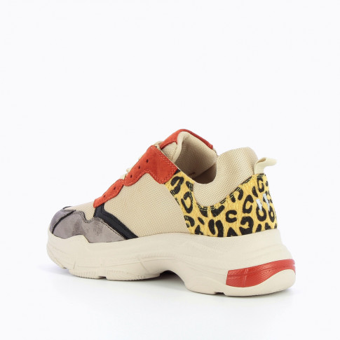 Beige and brick-red sneakers with large sole