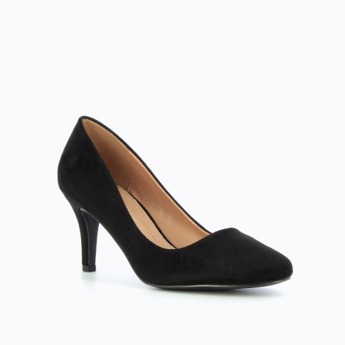Black pumps with round toe