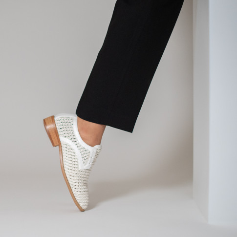 White derbies in woven material