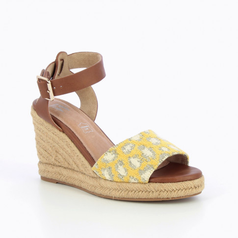 Espadrille wedges with woven yellow leopard-print