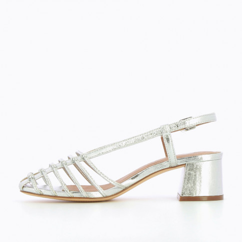 Silver sandals with low heel and miniature bows