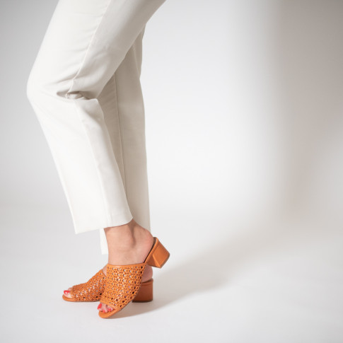 Camel wickerwork mules with heel