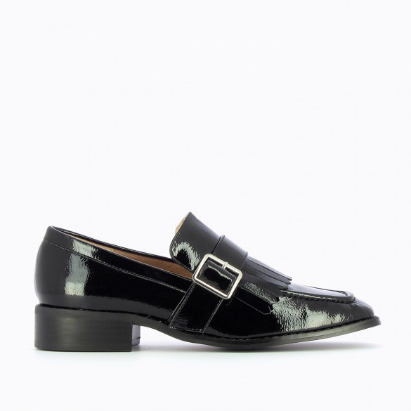black loafers Vanessa Wu woman with square toe patent leather effect with fringes