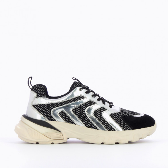 streetwear sneakers woman Vanessa Wu black and silver large oversized white sole