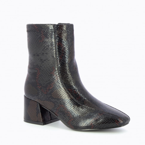 Black ankle boots with block heel