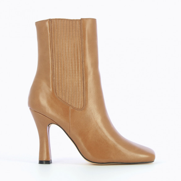 high Chelsea boots in camel faux leather with heel woman Vanessa Wu with square toe