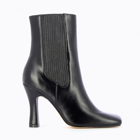 High Chelsea boots in black faux leather with heel and square toe woman Vanessa Wu