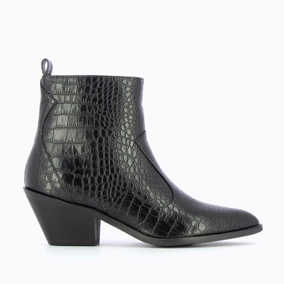 black cowboy boots crocodile effect small heel pointed toe woman Vanessa Wu