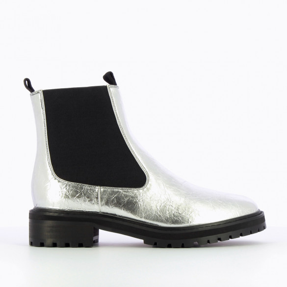 Silver Chelsea boots in faux leather with wrinkled effect and large serrated sole woman Vanessa Wu