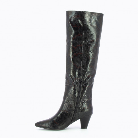 Black boots with cuban heel