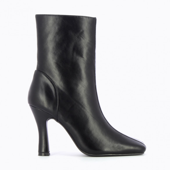 black high ankle boots with heel in faux leather woman Vanessa Wu with pointed toe