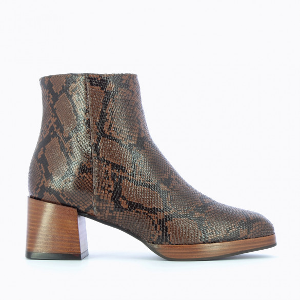 camel ankle boots snakeskin effect woman Vanessa Wu with heel and platform wood style