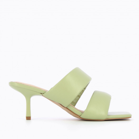 Pastel green mules nineties kitten woman Vanessa Wu padded straps and square toe