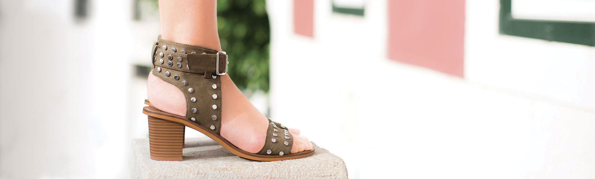 Khaki heeled sandals with studs and wide strap
